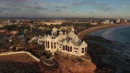 A short aerial video of tour of a famous landmark